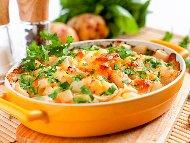 Рецепта Запеканка с картофи, карфиол, заквасена сметана, прясно мляко, яйца и сирене